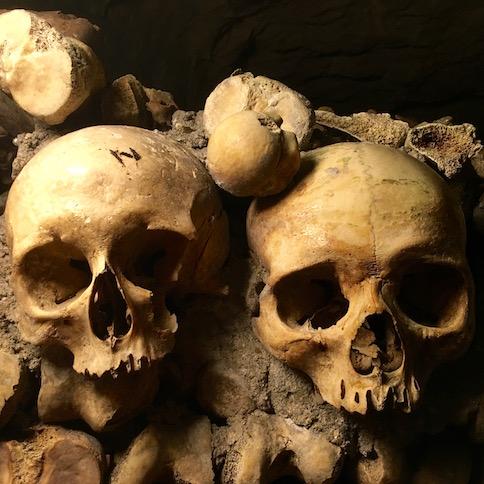 Катакомбы в Париже: в царство мертвых без очереди